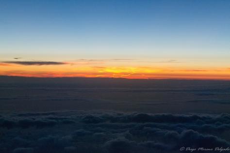 Puesta de sol desde el vuelo KL1706 de KLM con destino a mi escala en Amsterdam.