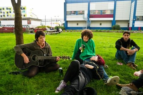 Marta deleitándonos con su guitarra.