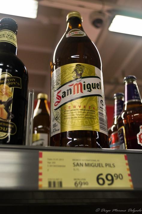 La cerveza San Miguel era la más cara del supermercado.