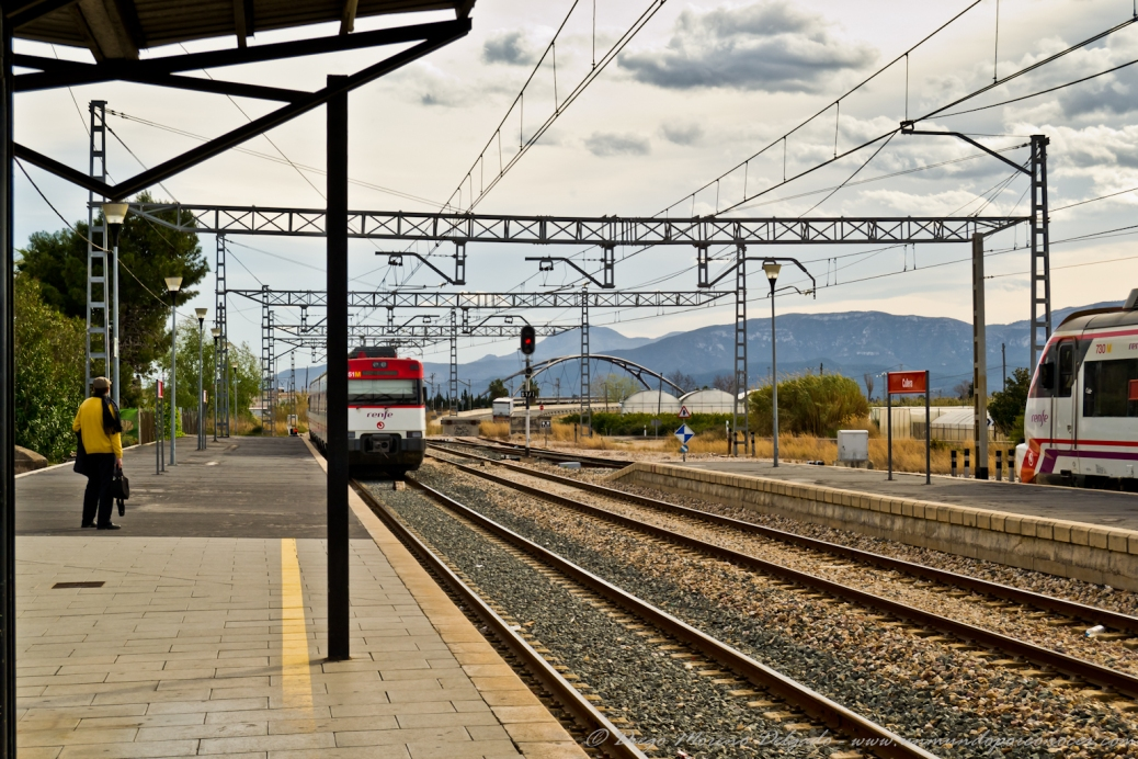 Esperando al tren en Cullera.