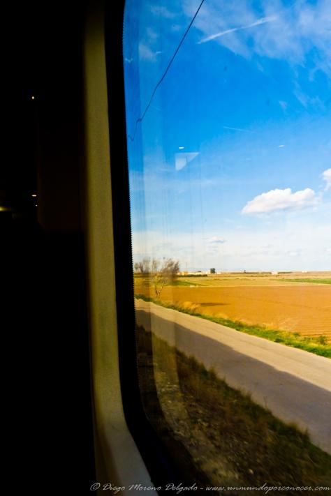 Cuando viajo en tren no puedo evitar pasar bastante tiempo observando los paisajes que se ven.