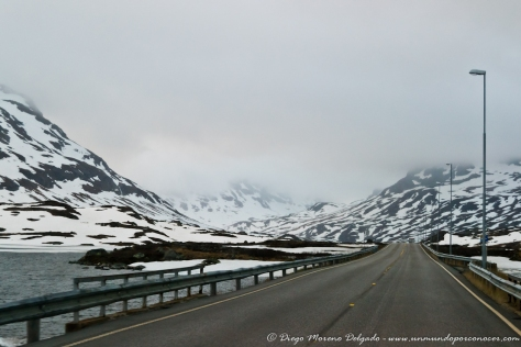Carretera nevada volviendo de Stavanger a Bergen.