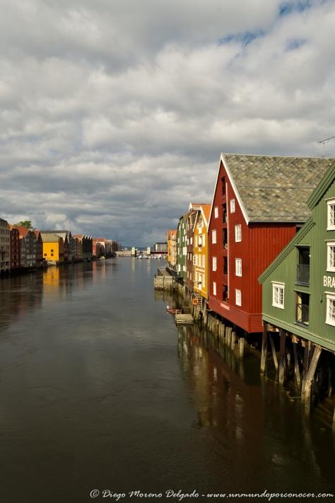 Río Nidelva a su paso por Trondheim.