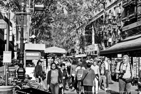 Las Ramblas, en el centro de Barcelona, lleno de turistas.