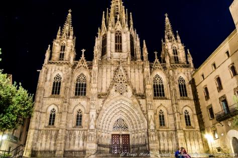 Amor nocturno a las puertas de la catedral.